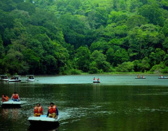 Pookkode Lake - 50 Km from Anizham Junglestar