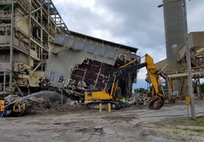 Building and plant dismantling and demolition